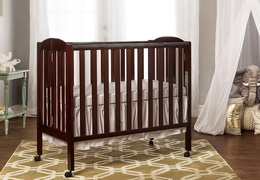 Espresso 3 in 1 Folding Portable Crib Room Shot
