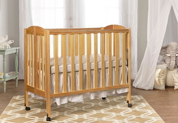 Natural 3 in 1 Folding Portable Crib Room Shot