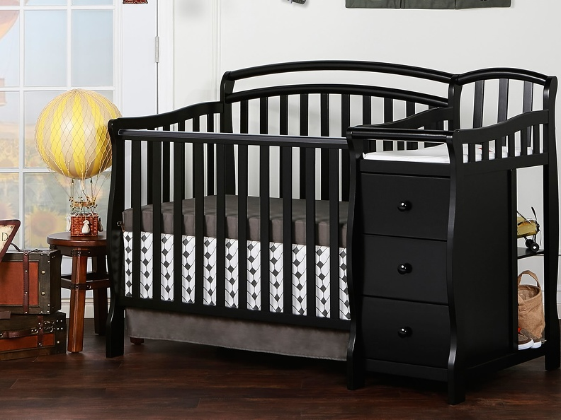 630-K Casco 3 in 1 Convertible Mini Crib and Dressing Table Combo Room Shot
