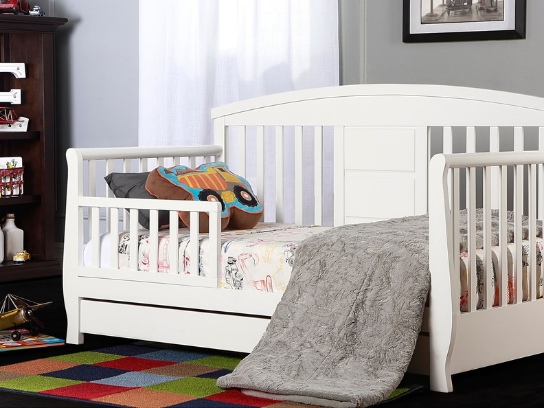 White Deluxe Toddler Bed Roomshot